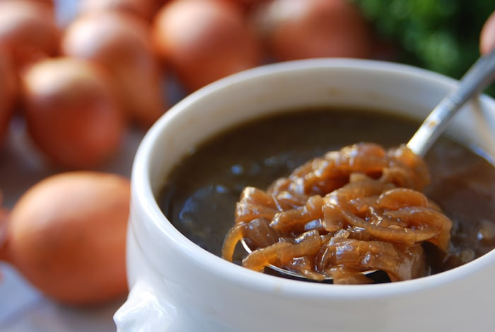 vegan french onion soup recipe _elizabeth rider